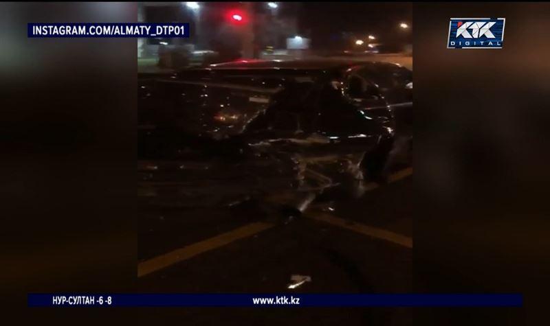 Ночью в Алматы произошло массовое ДТП