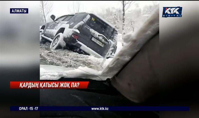 Алматыда жауған қардан 70-тен астам жол апаты болды