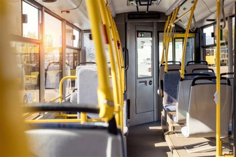 Елордада жүргізуші мүгедек баланың анасын автобусқа кіргізбей қойған