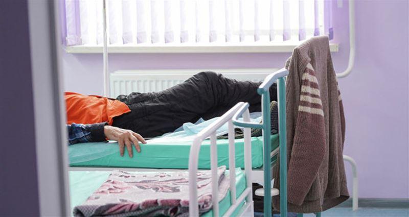Мужчина принял симптомы COVID-19 за расстройство желудка и умер во сне