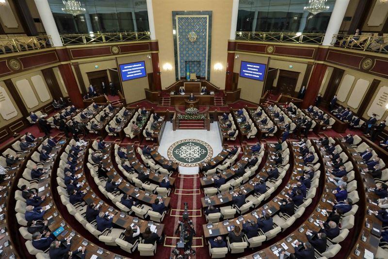 Парламент мәжілісінің жаңа депутаттары ант қабылдады