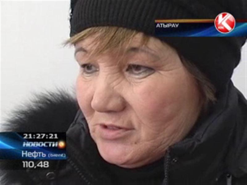 В Атырау 50-летняя мошенница работала на зэков
