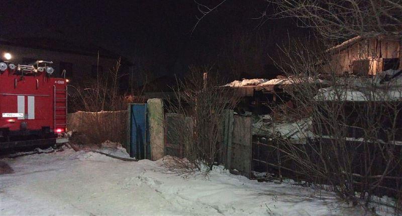 Мужчина стал жертвой пожара в камышитовом доме в Павлодаре