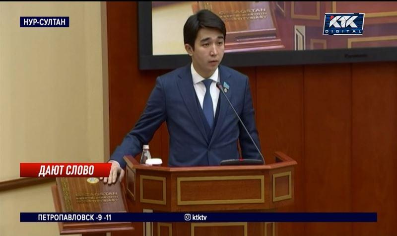 На первом заседании депутаты выбрали спикера и принесли присягу