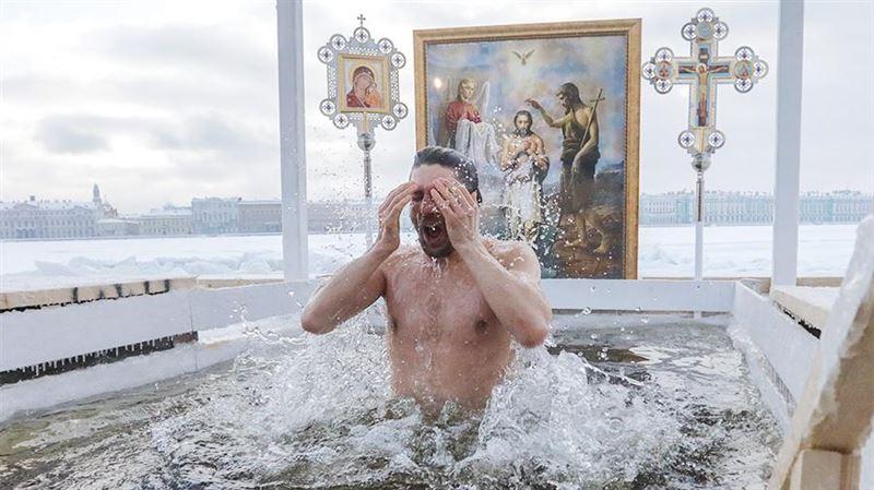 Насколько велик риск заразиться коронавирусом во время крещенских купаний