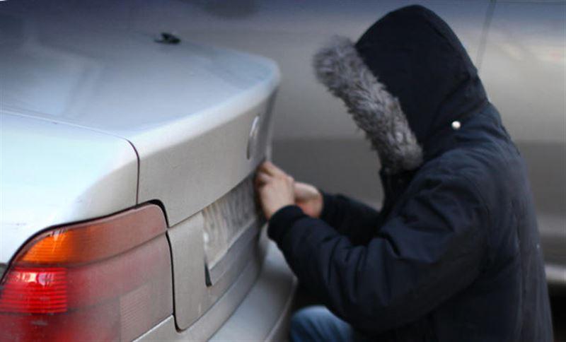 В Караганде задержали требовавших выкуп за украденные номера