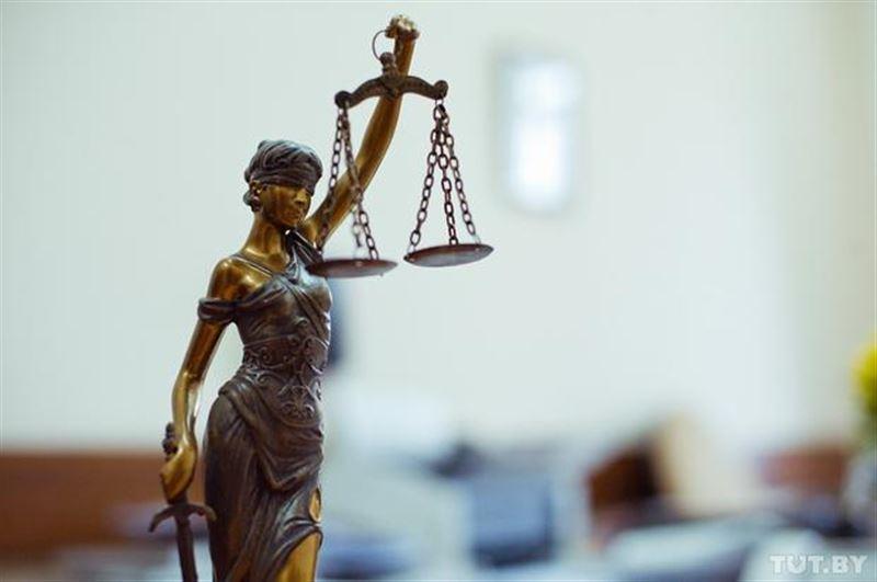 К 7 и 10 годам приговорили чиновников в ВКО