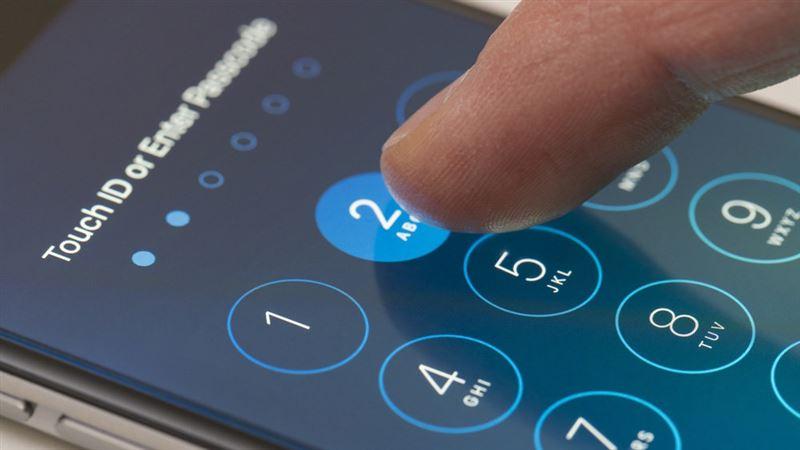 Сарапшы телефонға код қоюдың ең сенімді әдісін атады