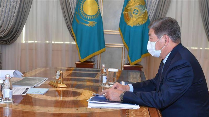 Глава государства провел встречу с Ахметжаном Есимовым