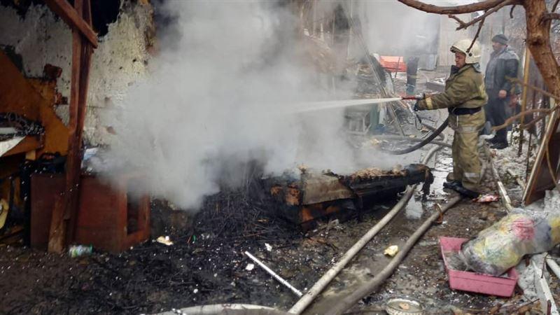 Огонь вспыхнул в алматинском частном доме