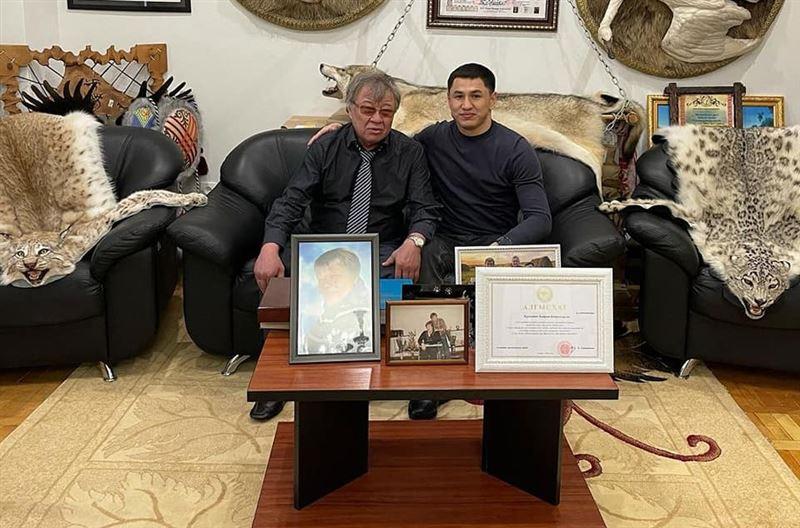 Глава академии туризма прокомментировал фото со шкурами рыси и снежного барса