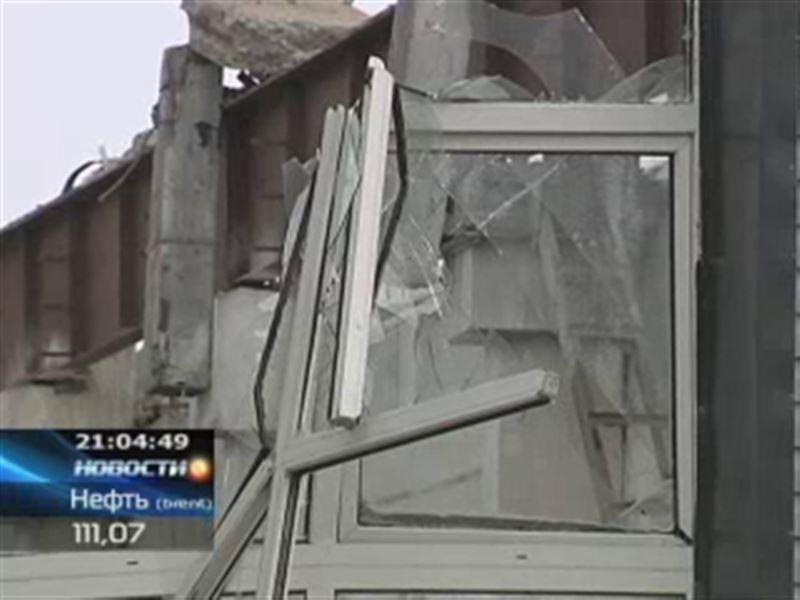 В Астане из-за снега обрушилась крыша цеха