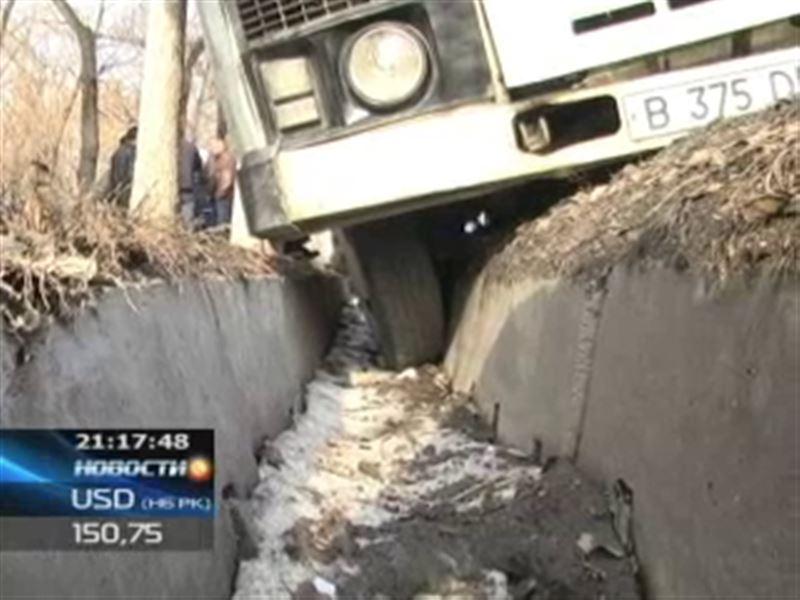 В Алматы из-за неисправных тормозов автобус протаранил 5 машин