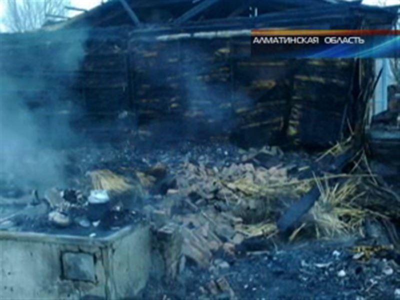 В Алматинской области в пожаре заживо сгорели 3 человека