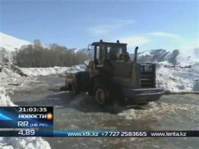 В Восточном и Западном Казахстане спасатели не справляются с паводками