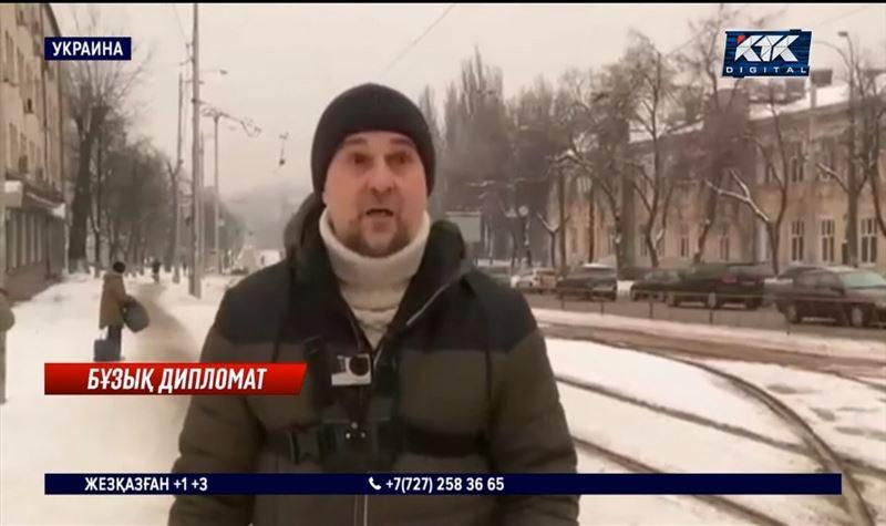 Украинада Қазақстан елшілігінің қызметкері көлігімен бір топ адамды басып кете жаздады