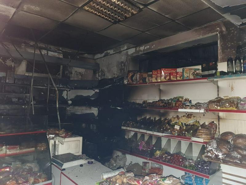 Пожарные вызволили женщину из горящего магазина в Алматы