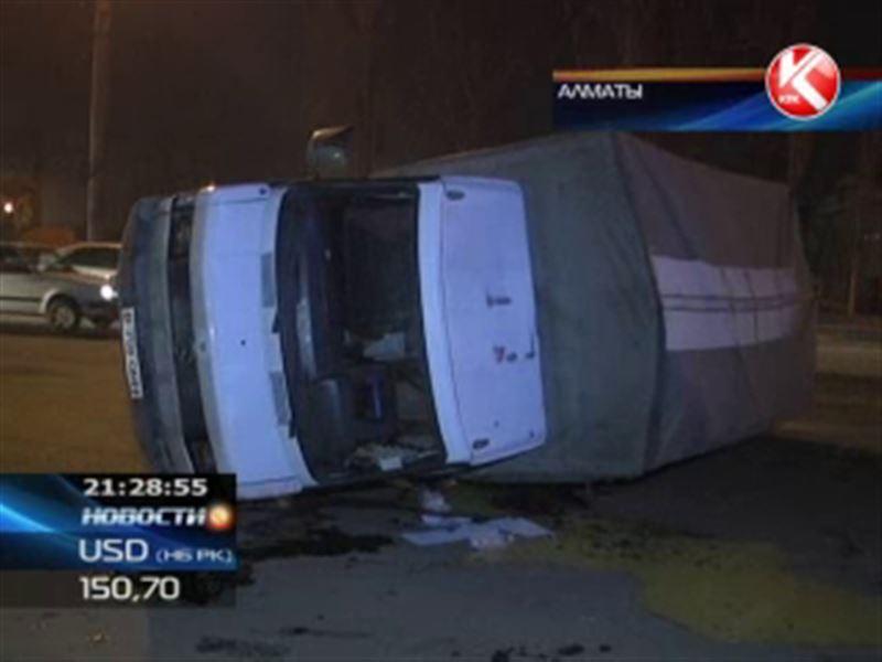 В Алматы в ДТП пострадали сотни яиц и водитель грузовика