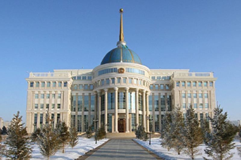 Президент провел встречу с Рахимом Ошакбаевым и Канатом Сахарияновым