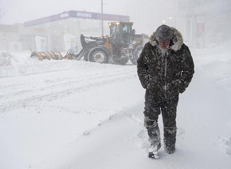 Алматы засыпало снегом: в городе выпало до 20 сантиметров снега