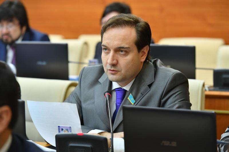 Назарбаев Nur Otan партиялық бақылау комитетінің төрағасын тағайындады