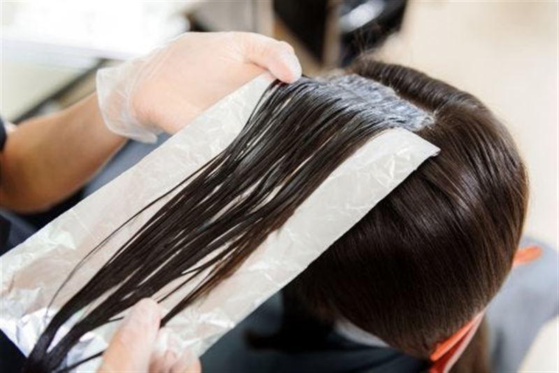 Женщина сбежала из салона с фольгой в волосах, решив не платить