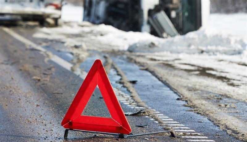 Пьяный водитель сбил четырех школьниц в Алматинской области