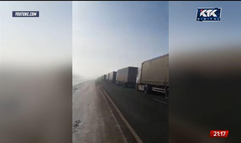На границе с Россией образовался затор из 300 фур