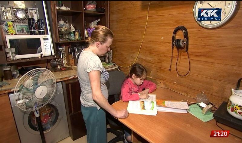 Школьники отстают от программы, но родители против возвращения к офлайн-обучению