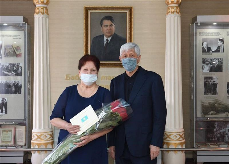 Глава государства поздравил с 8 Марта учителя в Алматинской области