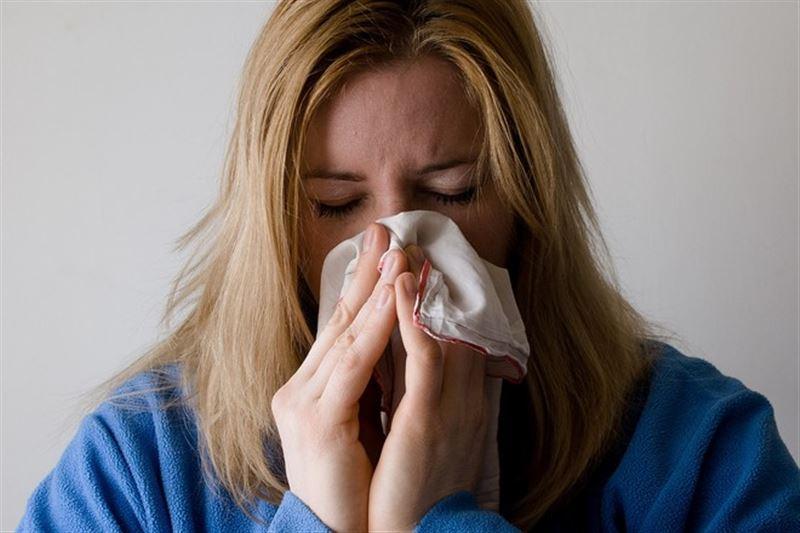 Девушка пожаловалась на запахи гнилого мяса и тухлых яиц после коронавируса