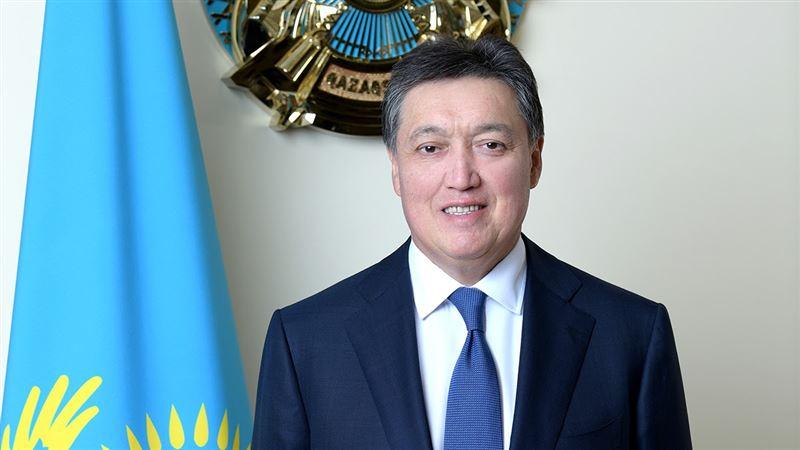 Аскар Мамин поздравил казахстанских женщин с 8 Марта