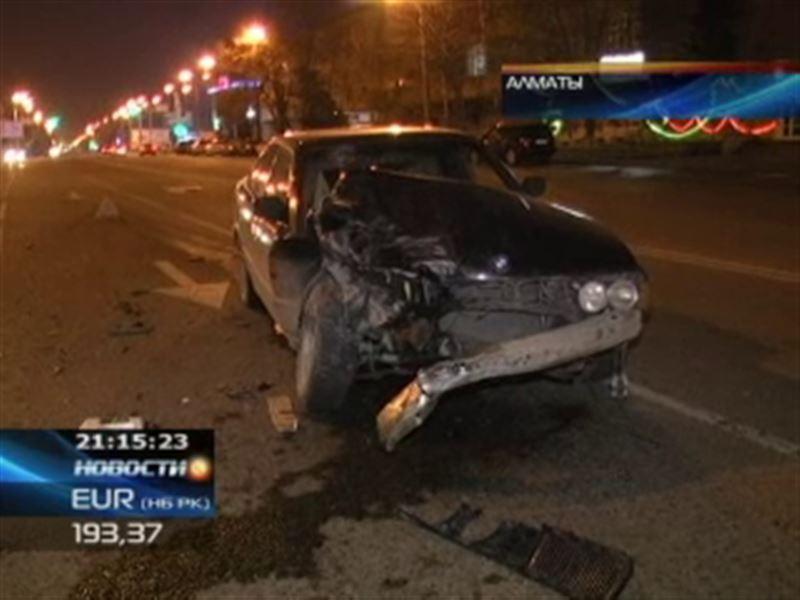 В Алматы пьяный водитель на BMW въехал в Mercedes