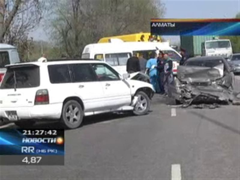 «Субару» выехал на встречную полосу и врезался в «Тойоту» - пострадали 6 человек