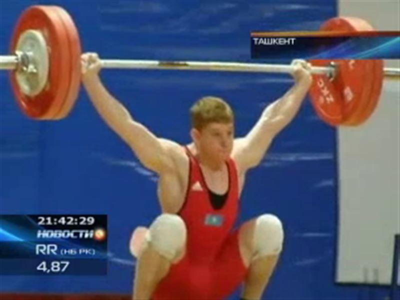На чемпионате мира среди молодежи казахстанские тяжелоатлеты завоевали уже две медали