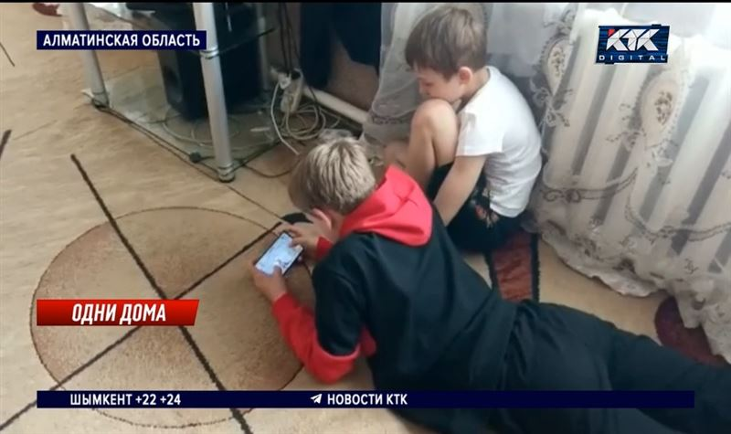 Дети остались одни после госпитализации матери с ковидом