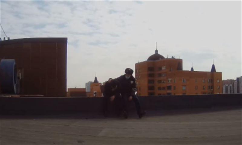 Полиция Нур-Султана помешала мужчине покончить с собой