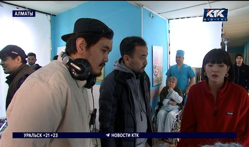 «Хотя бы кинода»: в Алматы снимают комедию о злоключениях вороватого акима