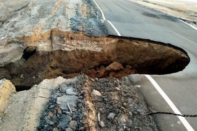 Дорога ушла под землю в Костанайской области