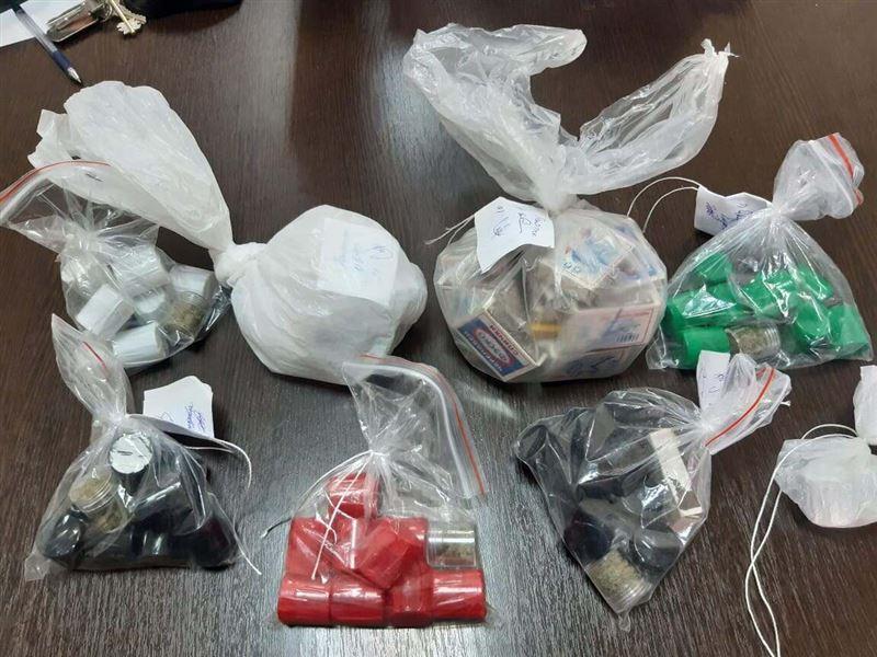 72 свертка с наркотиками изъяли у закладчиков в Алматы
