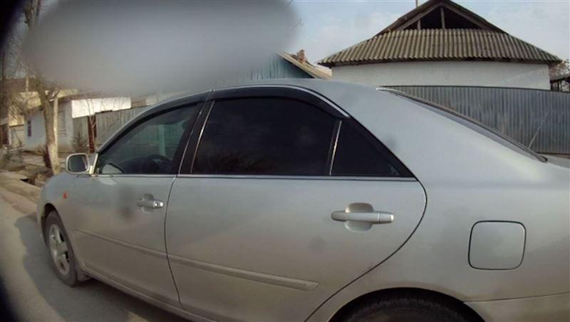 Полицейского протащили на машине в Туркестанской области