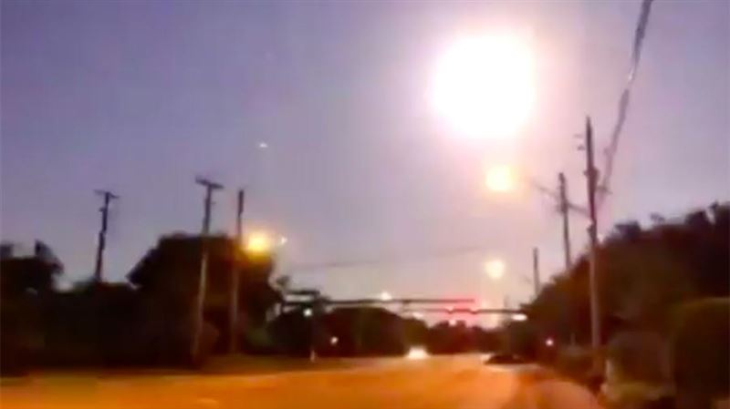 В США сняли на видео падение метеорита
