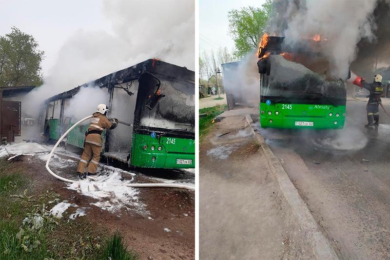 В Алматы сгорел пассажирский автобус