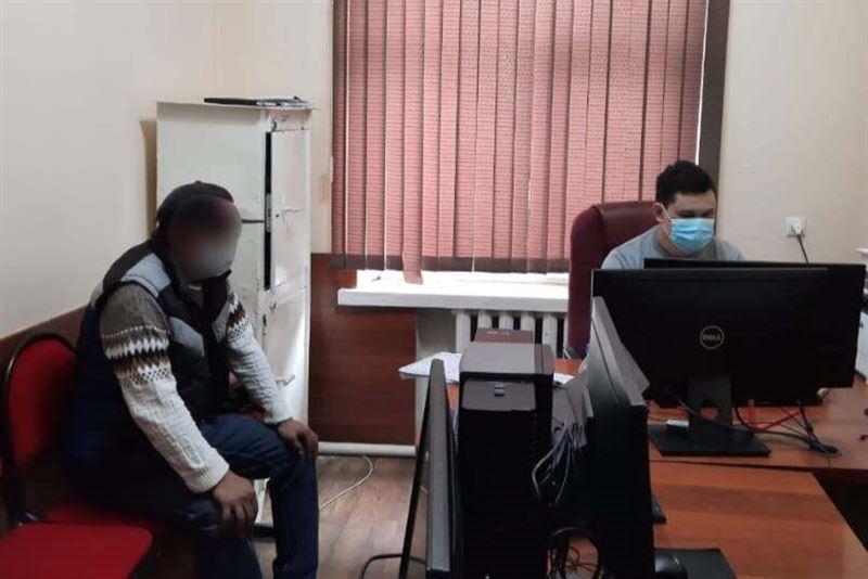 Мужчина ограбил прохожую в Туркестанской области