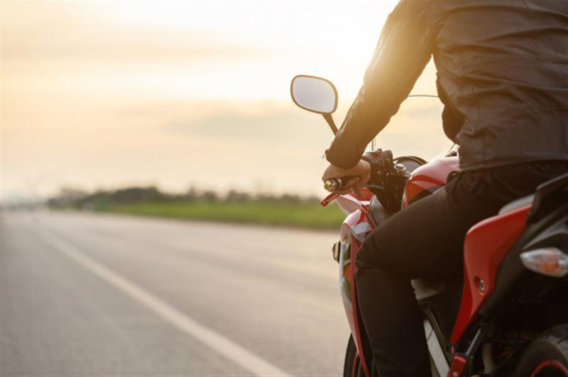 Ақтөбеде «Урал» мотоциклі аударылып, 43 жастағы тұрғын көз жұмды
