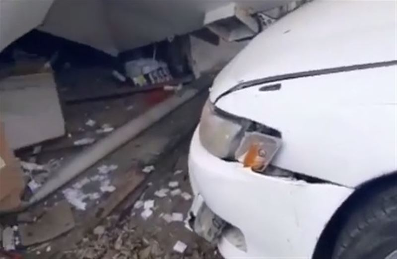 Машина въехала в киоск в Павлодаре