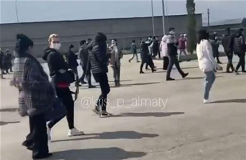 Идет эвакуация людей из ТРЦ Aport Mall в Алматинской области