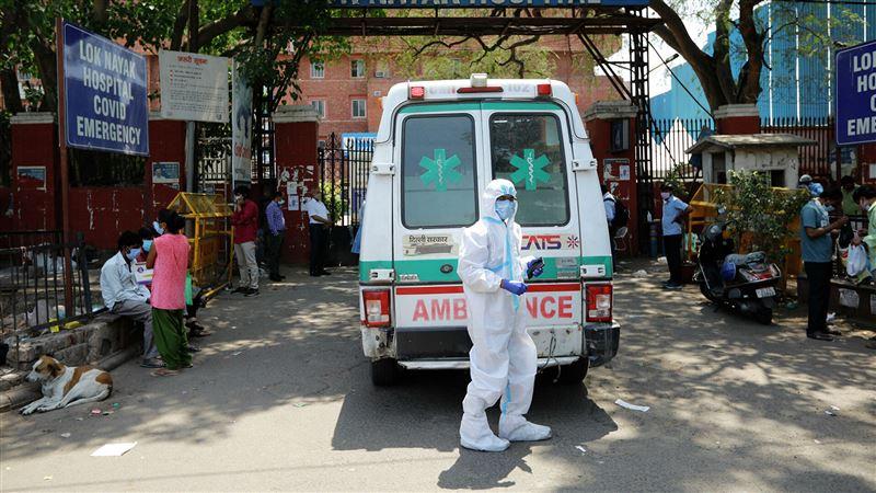 Более 332 тысяч больных ковидом выявили в Индии