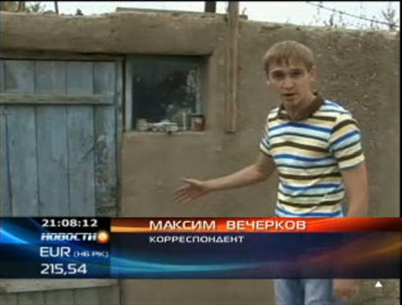 В Восточном Казахстане жители затопленного весной поселка не дождались помощи от властей и переселились в бани и надворные постройки