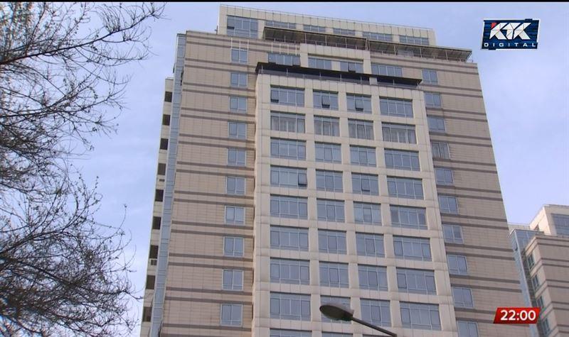 Мужчина, устроивший стрельбу в алматинском ЖК, выбросился из окна